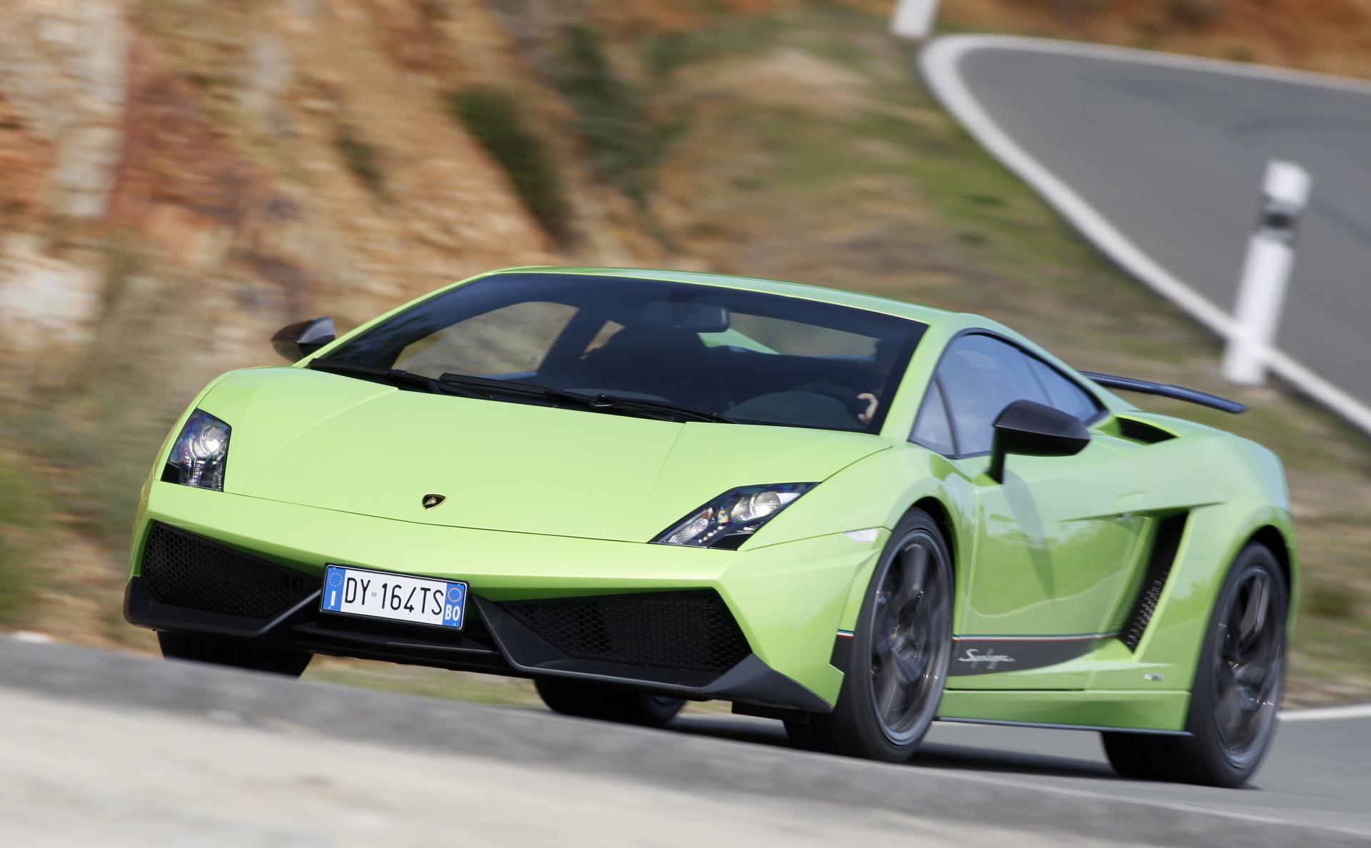 2010_Lamborghini_Gallardo_LP570-4_07