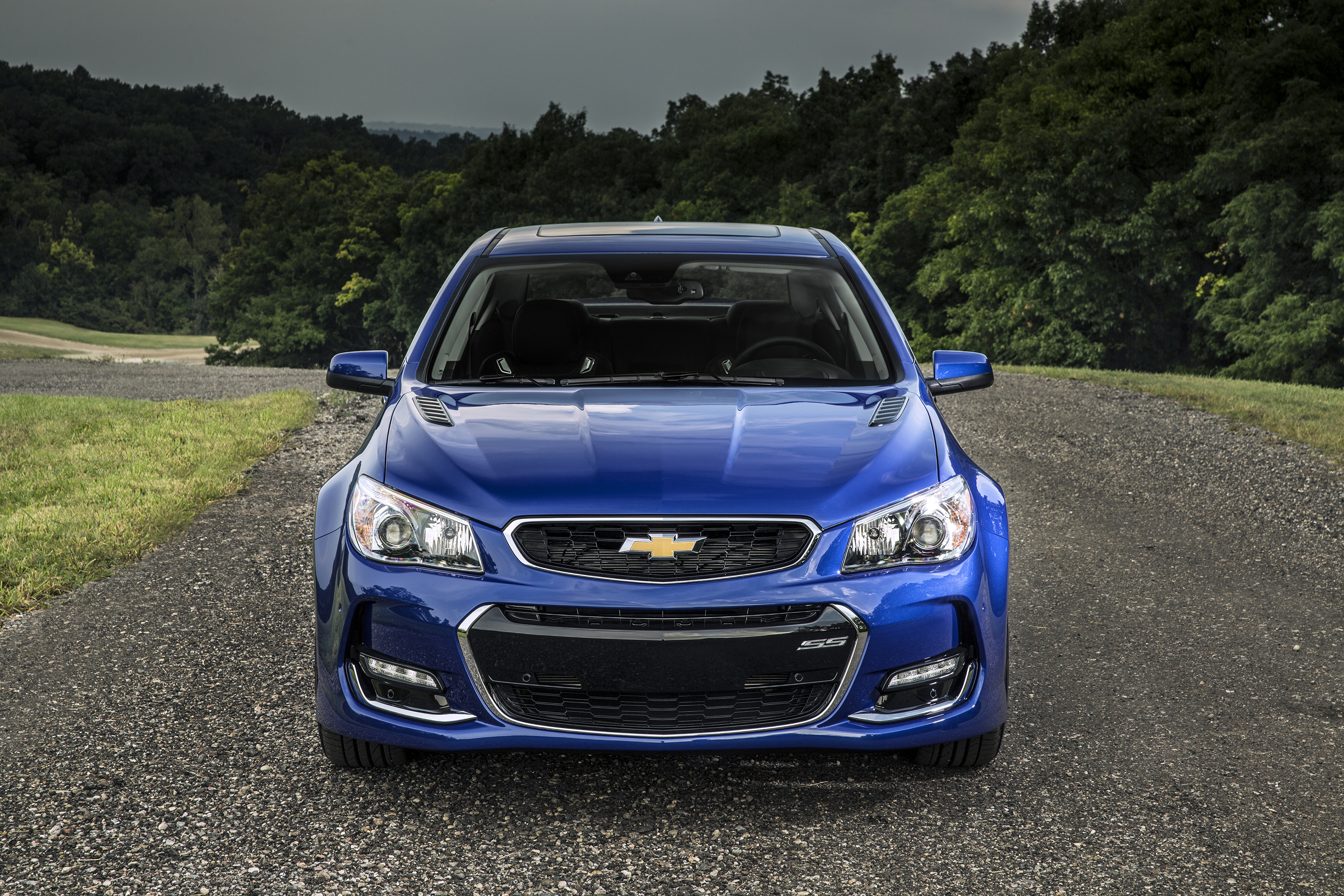 The 2016 Chevrolet SS sedan features several exterior enhancements that reinforce its commanding presence on the road. A revised front fascia features new, vertical ducts at the outer edges to direct airflow over the front wheel openings to improve aerodynamic efficiency. The fascia also incorporates new LED signature lighting, while new, functional hood vents and new-design 19-inch cast-aluminum wheels contribute to a stronger appearance for the rear-drive sports sedan.
