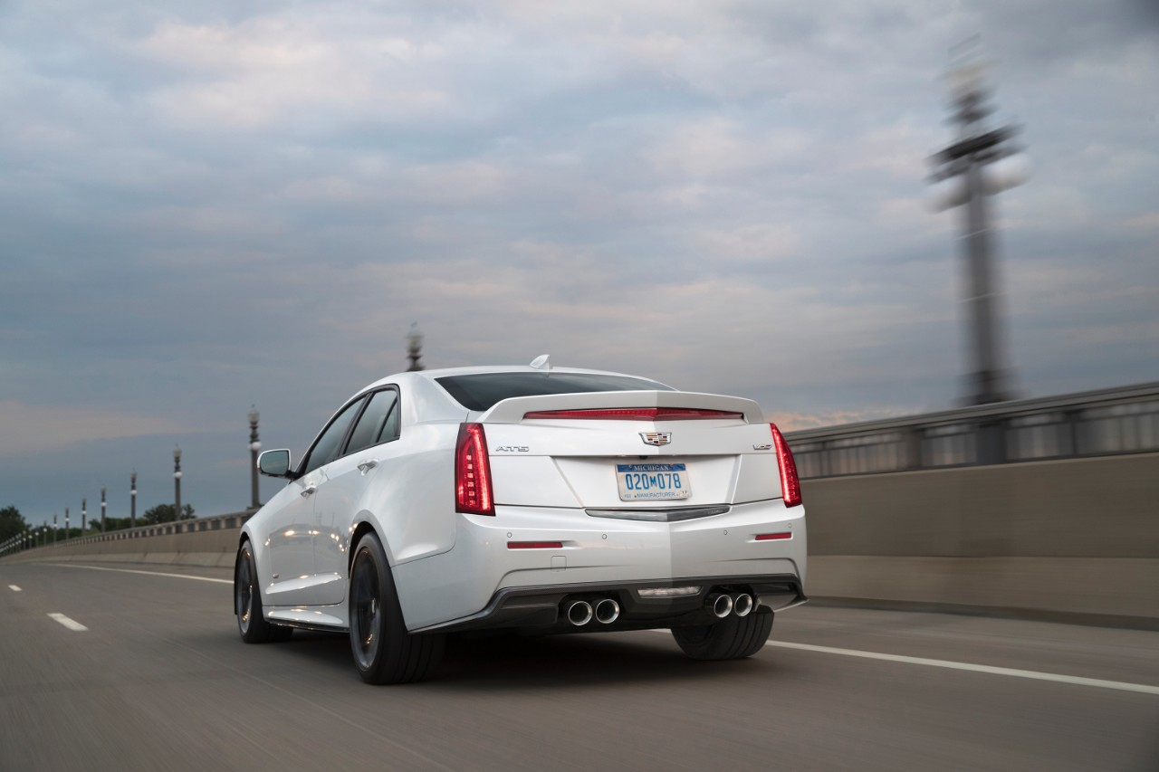 2017-Cadillac-CTS-V-Sedan-014
