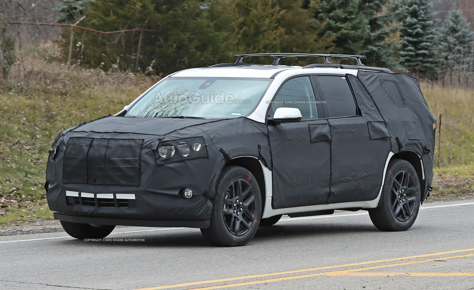 chevrolet-traverse-trailblazer-spy-photos-01