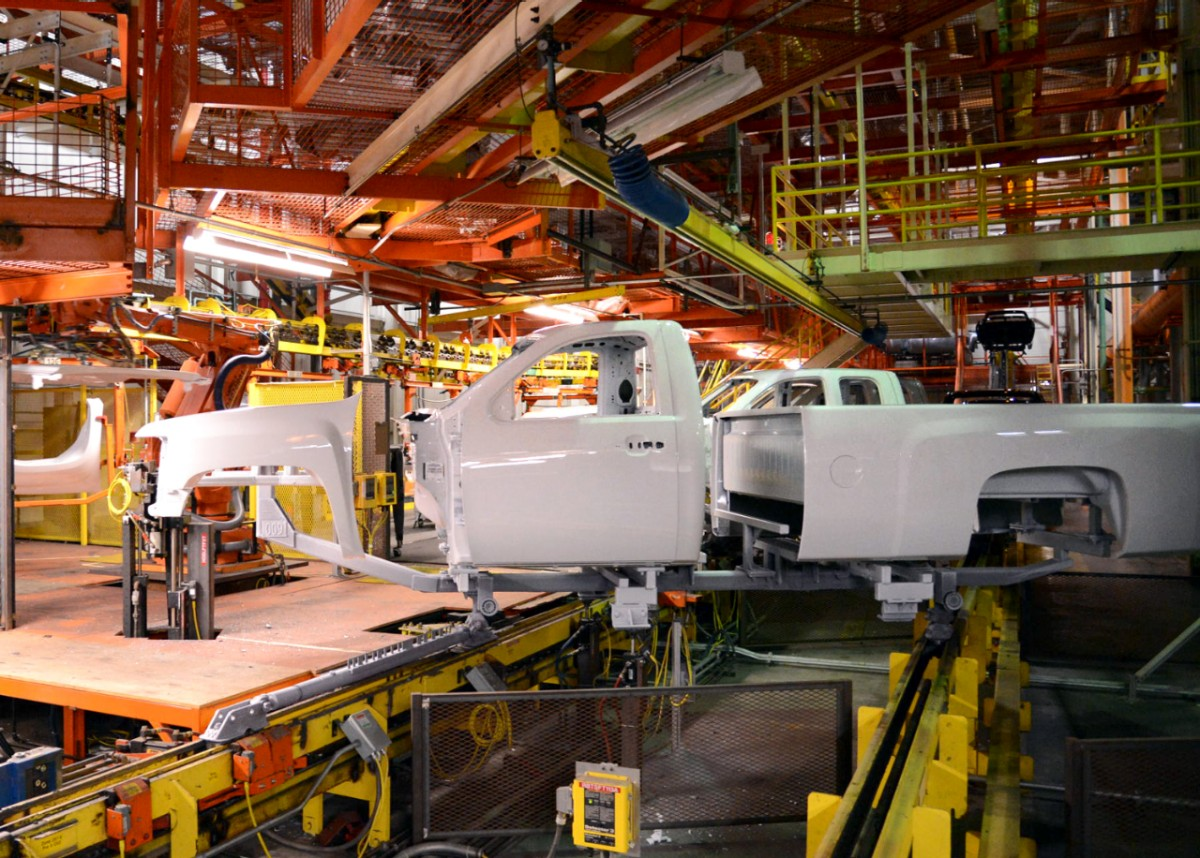 GM Oshawa Will Build the Legacy Silverado, Not the 2019 ...