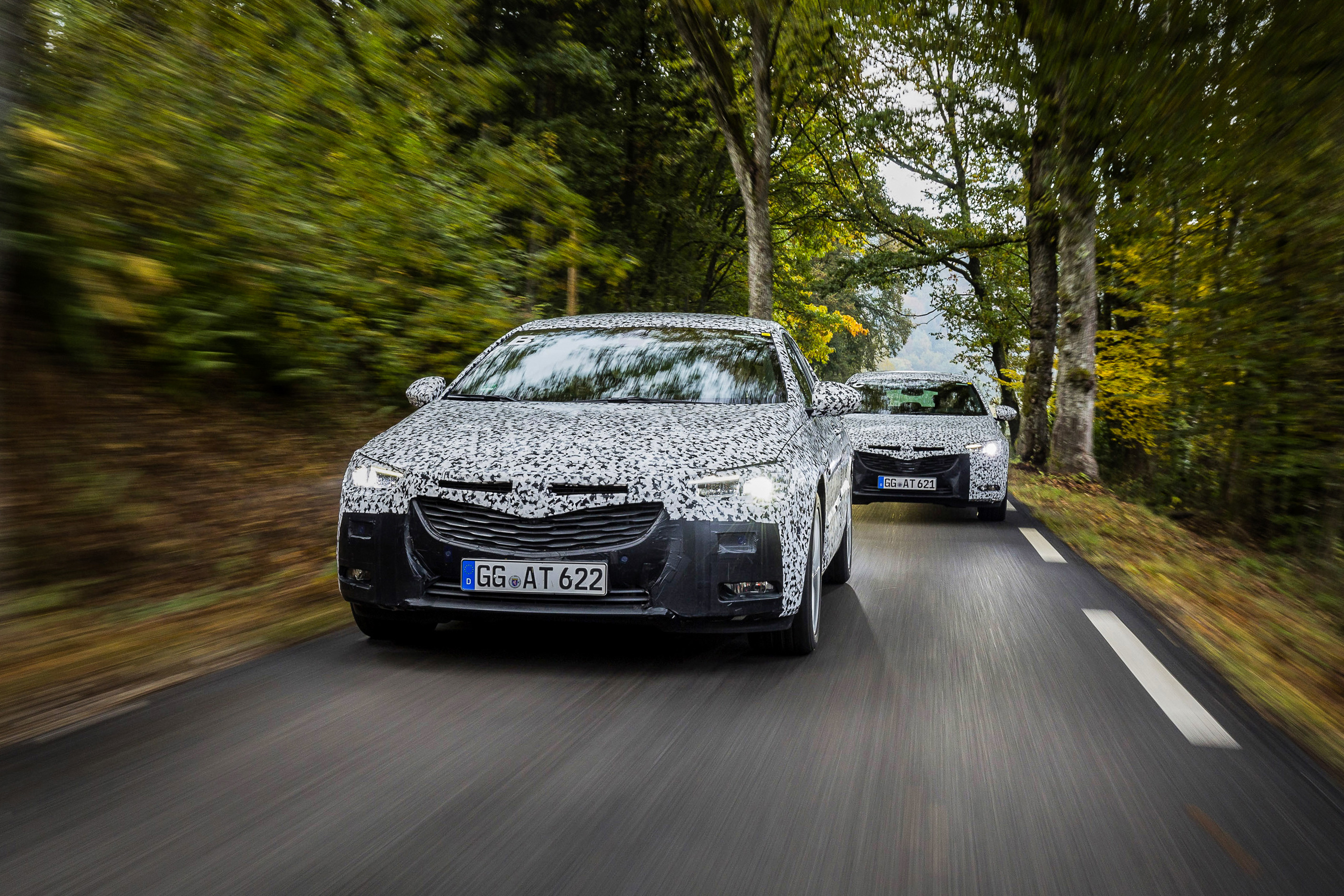 Final development phase: The Opel Insignia Grand Sport is still heavily camouflaged. Opel's new flagship will celebrate its world premiere at the 2017 Geneva Motor Show.